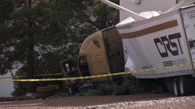Semitruck remains in vacant Hoover building 3 days after